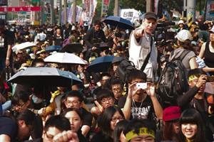 Tobie Openshaw documents the Sunflower Movement in Taiwan.
