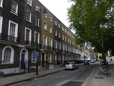 Georgian terraces surround Argyle Square