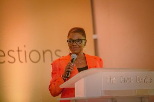 Valerie Amos addresses the alumni event in Lagos
