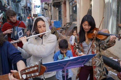 Bringing music and solidarity to refugee children of Turkey and Iraq