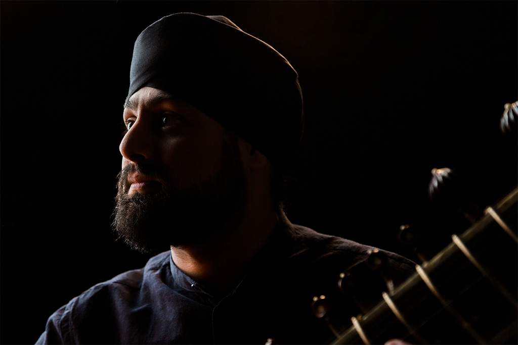 Profile shot of Jasdeep Degun - the sitar star that studied Music at SOAS