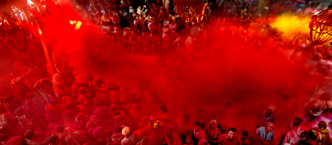 devotees-gather-during-Holi-sudipto-das